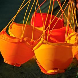 Пластиковые подвесные контейнеры с жестким креплением